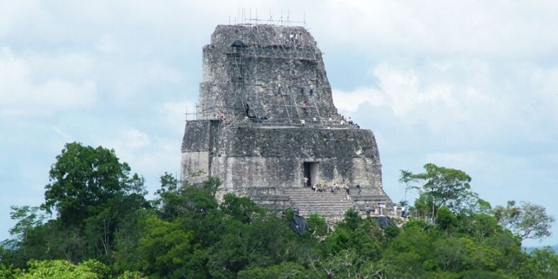 templo-IV-serpiente-bicefala-tikal-peten (1)