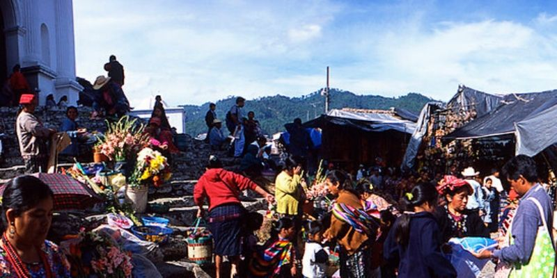 mercado-chichicastenango-quiche-colorido-famoso
