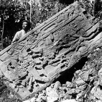 piedras-negras-peten-guatemala-estela5-teobert-maler