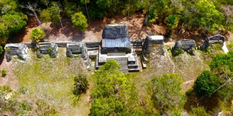 Plaza de los Siete Templos de Tikal, Petén