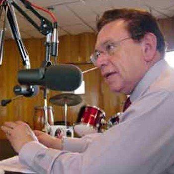 biografia-carlos-triana-locutor-guatemalteco-premios-microfono-oro