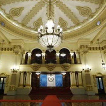 ministerios-estado-guatemala-gabinete-gobierno-salon-recepciones-banderas