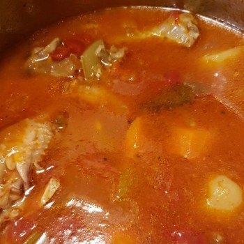 receta--caldo-colorado-platillo-tradicional-guatemala-preparacion
