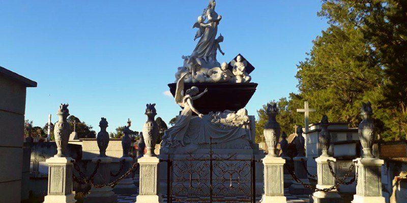 Mausoleo de la familia Sánchez Goicolea en el Cementerio General de Guatemala