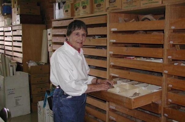 Dra. Hatch en el departamento de arqueología, Universidad del Valle
