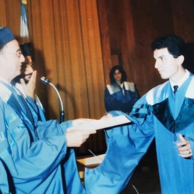 Guillermo Monsanto graduado de la Universidad Rafael Landiva 1985
