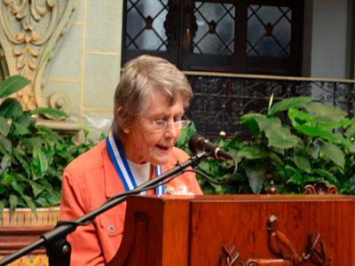 Medalla de ciencias y tecnología a Marion Popenoe de Hatch, UFM