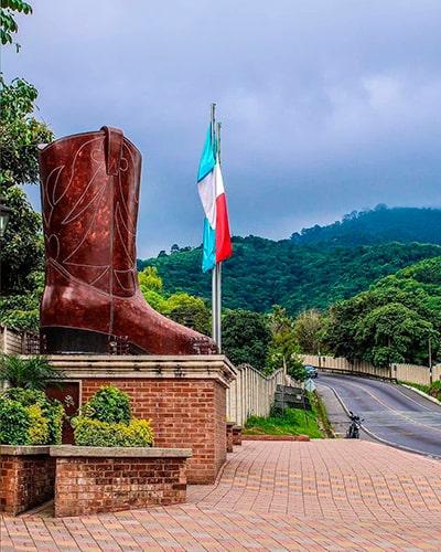 Monumento zapato de Pastores, foto @martinezwga