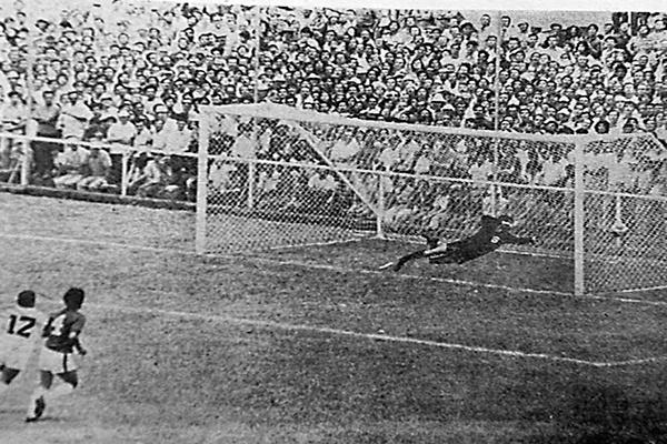 Peter Sandoval Gol en estadio Saprissa