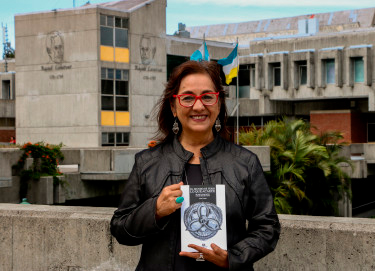 Biografía Aida Toledo, Foto - Altexto