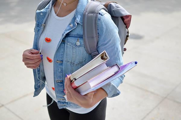 CALUSAC - Estudiar en línea Foto @element5digital