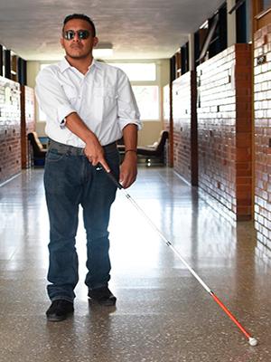 Día del bastón blanco en Guatemala, uso del bastón - Foto Benemérito Comité Pro Ciegos y Sordos de Guatemala