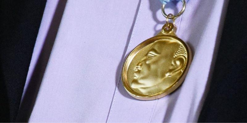 Historia del Premio Nacional de Literatura Miguel Ángel Asturias, medalla - Foto Gobierno de Guatemala
