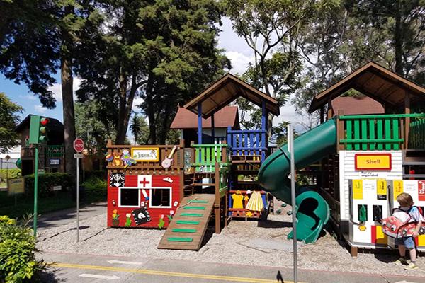 Museo de los niños, juegos exteriores, Foto BridgeandTunnelClub