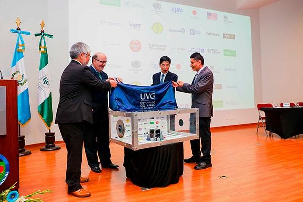Historia del Quetzal 1, primer satélite guatemalteco, entrega - Foto Universidad del Valle de Guatemala