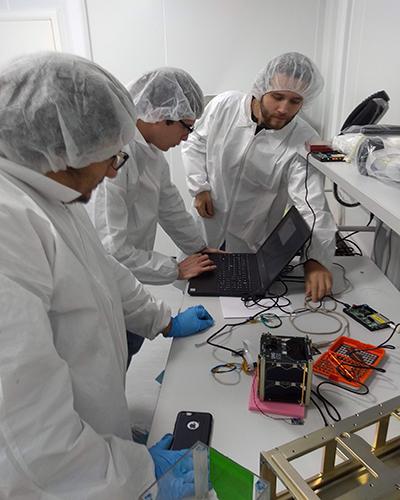 Historia del Quetzal 1, primer satélite guatemalteco, preparación - Foto CubeSat Universidad del Valle de Guatemala