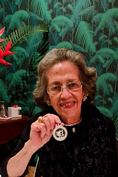 Biografía de María Eugenia Gordillo, Foto Azacuán