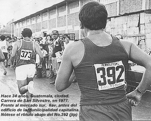 Carrera-San-Silvestre-1977-por-6av-mercado-sur-a-media-cadra-de-la-muni- Foto - Julio Trejo Pineda