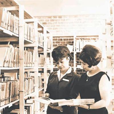 Historia de la Autonomía Universitaria de la USAC, crecimiento de la población femenina en la USAC - Foto Periódico de la USAC