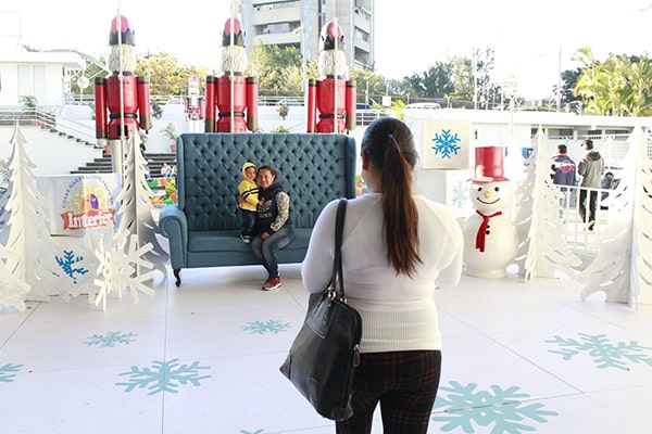 Historia de la feria navideña interfer en Guatemala, familia - Foto Interfer