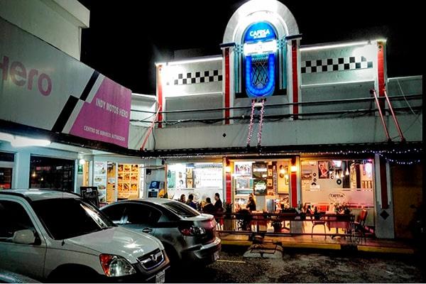 Historia del primer restaurante de 24 horas en Guatemala, frente - Foto Luis Fernando Gramajo P