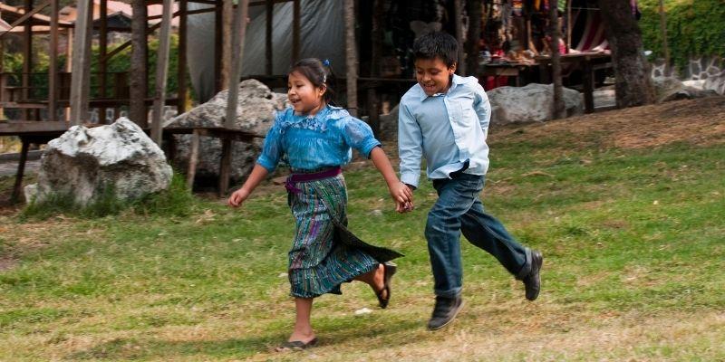 Qué significa agarrar aviada en Guatemala, corriendo - Foto BROKER