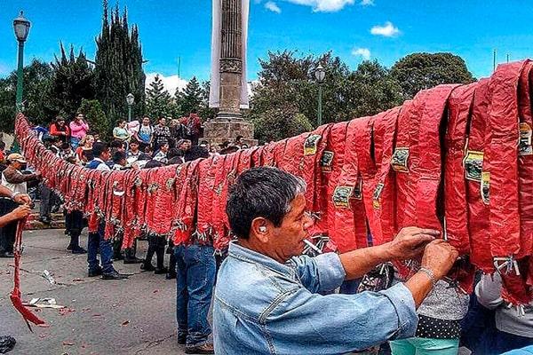 Tradiciones de Año Nuevo en Guatemala - Foto Cucurucho en GUatemala
