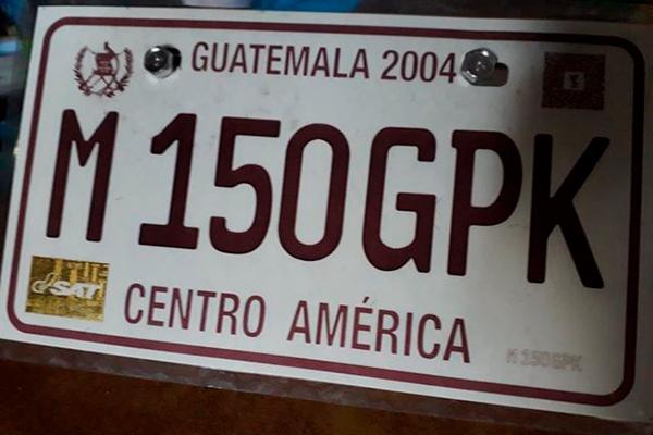 Cómo actualizar placas temporales a placas de metal en Guatemala - foto - Foto Pinula Canal - FB