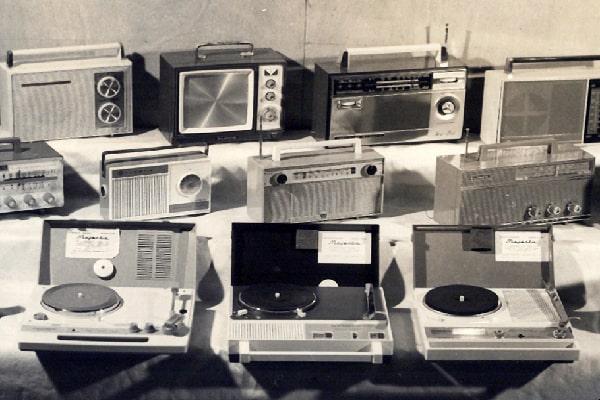Descricpión de foto - Primeras radios y tocadiscos ensamblados en Guatemala en çtre 1961 y 1962. - Crédito de foto - Grupo Distelsa