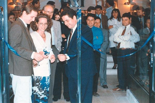 Descripción de foto - Inauguración de las primeras tiendas Max Distelsa acompañado los socios del grupo. - Crédito - Grupo Distelsa