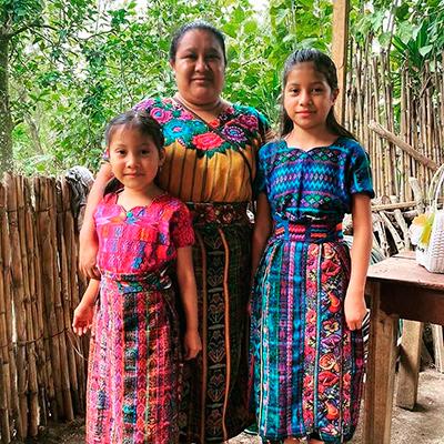 Descripción de la foto: Mujeres portando su traje típico en la aldea de San Antonio Aguas Calientes. (Crédito de la foto: @guate4you / Instagram)