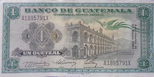 Descripción de la foto - anverso y reverso de un billete de 1 quetzal de 1967. - crédito Billetes y monedas antiguas de Guatemala - Facebook