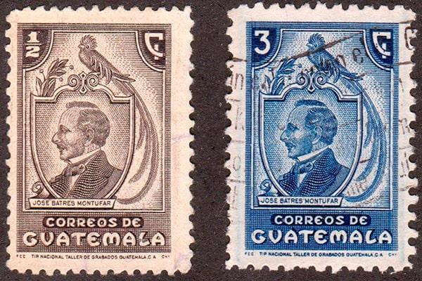 Descripción de la foto: pareja de sellos de José Batres Montúfar en impresión azul y negro. (Crédito de la foto: S.T.A.M.P)
