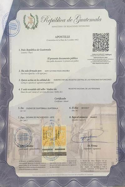 Descripción de foto - Documento con el formato de apostilla oficial de Guatemala. - Crédito de foto - TRADPROF