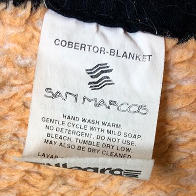Descripción de foto - Etiqueta de Grupo Textil San Marcos. - Crédito de foto - @aerodi - Twitter