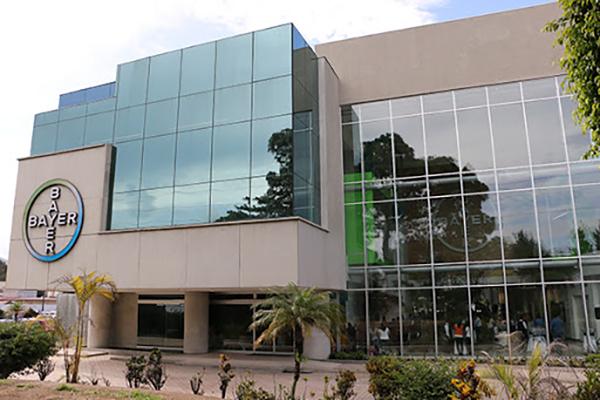Descripción de foto - Exterior de las instalaciones de Bayer en Guatemala. - Crédito de foto - DENERPRO
