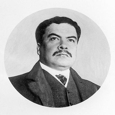 Descripción de foto - Fotografía y retrato a blanco y negro de Rubén Darío. - Crédito de foto- TeleSur