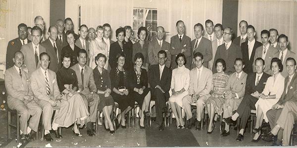 Descripción de foto - Grupo de trabajadores y socios de Bayer internacional. - Crédito de foto - Bayer