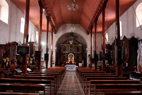 Descripción de foto - Interior de la iglesia San Pedro de Almolonga. - Crédito de foto - Toniweb
