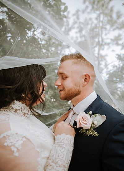Descripción de foto - Pareja de recién casados, una guatemalteca y el otro extranjero. - Crédito de foto - @omarlopez1