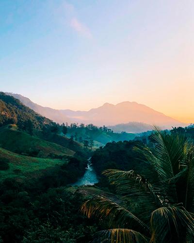 Descripción de foto - Vista del amanecer entre las montañas de Lanquín. -Descripción de foto - @anna_rieckmann - instagram