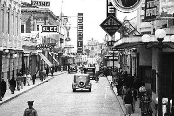 Descripción de foto - imagen a blanco y negro de las calles del centro histórico en los años 30. - Crédito de foto - Lubia Castañeda Ruíz