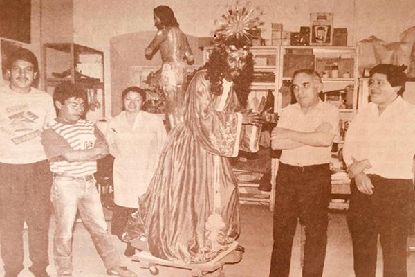 Personal del IDAEH restaurando la Imagen Consagrada de Jesús de Nazareno - Crédtio de foto - FéyDevoción Suchitepéquez