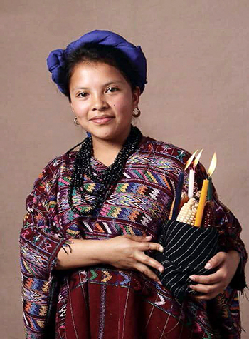 Crédito de foto - Chica vestida con el traje típico de Patzicía, Chimaltenango. - Crédito de foto - Mujeres de corte un arte perfecto