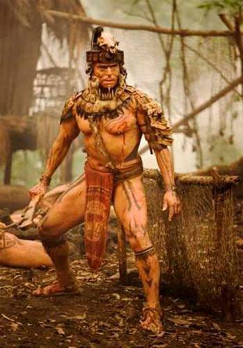 Descripción de foto - Hombre vesito de guerrero maya en combate. - Crédito de foto - Matador Network