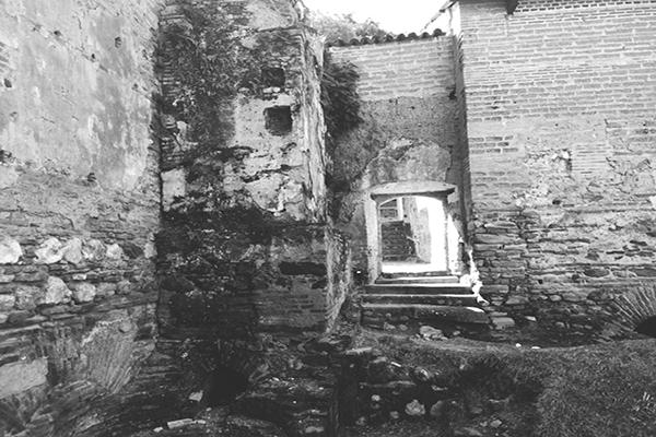 Descripción de foto - Ruinas de la antigua hacienda de San Jerónimo Baja Verapaz. - Crédito de foto - UrbexplorinGt