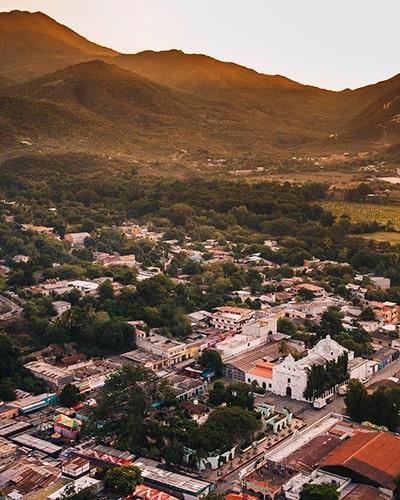 Descripción de foto - Vista aérea del pueblo de San Agustín Acasaguastlán durante la mañana. - @haniellopezphoto - Instagram