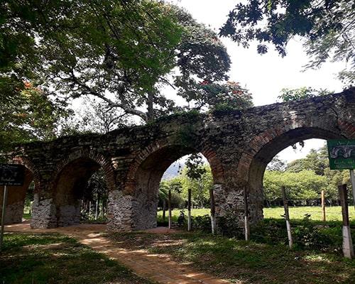 Descripción de foto - Vista de los antiguos arcos de San Jerónimo Baja Verapaz. - Crédito de foto - Salama Baja Verapaz Salama
