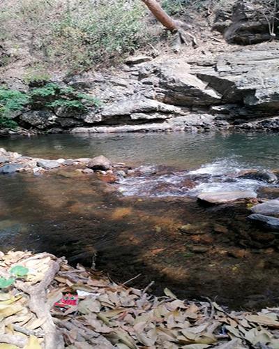 Descripción de foto: Vista del caudal del Río Hato en profundidades pequeñas. (Crédito de foto: Virgilio Luna)