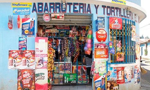 Descripción de foto - parte externa de una tienda y abarrotería en un barrio de Guatemala. - Crédito de foto - Noticias 51 S.M.P